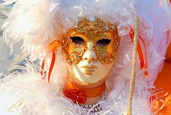 Das traditionelle Verkleiden beim Rosenmontagszug gehört zum Rosenmontag dazu